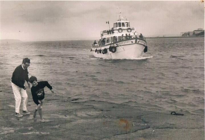 Jean-Pierre Rosnat, sur le quai de Camaret sur mer