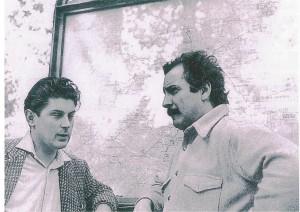Jean-Pierre Rosnay et Georges Brassens,rue Mirabeau, devant la librairie Contact, lieu de rassemblement des Jeunes Auteurs Réunis)